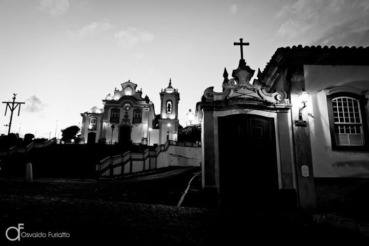 As 100 Sacras: Dia 11 - Passinho com a igreja de Nossa Senhora das Mercês ao fundo em São João del-Rei