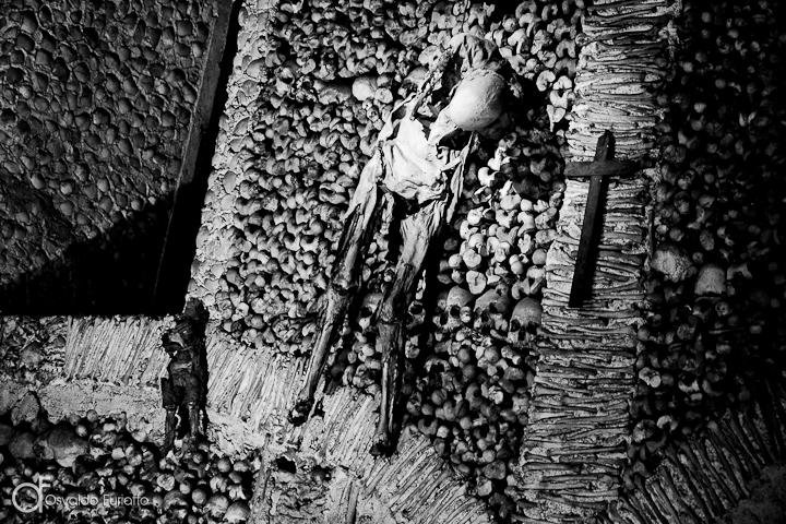 As 100 Sacras: Dia 19 - Capela dos Ossos em Évora, Portugal