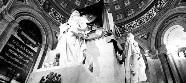 As 100 Sacras: Dia 37 - Túmulo de José de San Martin na Catedral Metropolitana de Buenos Aires, Argentina
