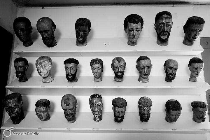 As 100 Sacras: Dia 38 - Cabeças de santos expostas no Museu do Diamante em Dimantina, Minas Gerais