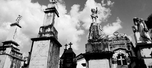 As 100 Sacras: Dia 60 - Cemitério da igreja de São Francisco em São João del-Rei, Minas Gerias