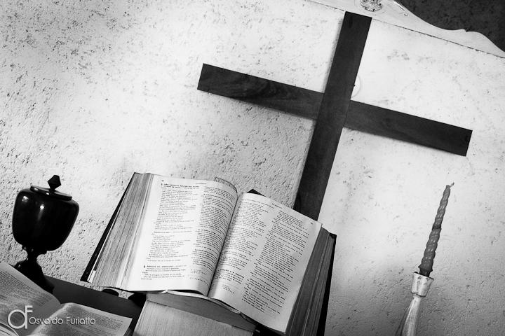 As 100 Sacras: Dia 65 - O livro da fé no altar de uma capela