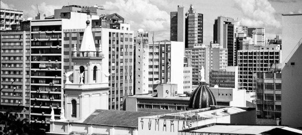 As 100 Sacras: Dia 72 – Catedral de Nossa Senhora da Conceição entre os prédios no centro de Campinas, São Paulo