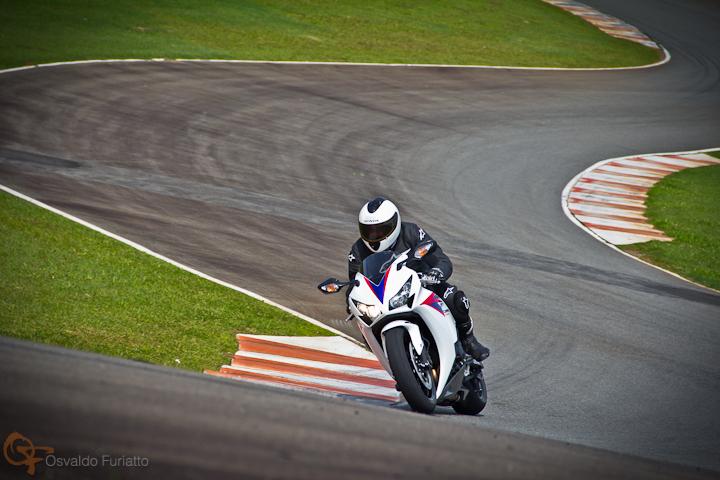 Honda CBR 1000RR Fireblade #umamotopordia #osvaldofuriatto